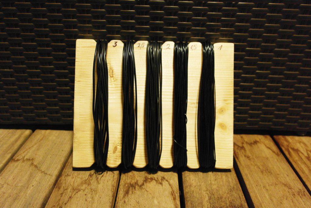 Draht mit Holzbrett